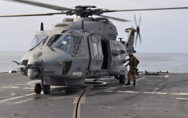 EU navy arrests suspected Somali pirates
