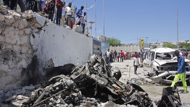 Suicide car bomb kills at least 6 in Somalia's capital