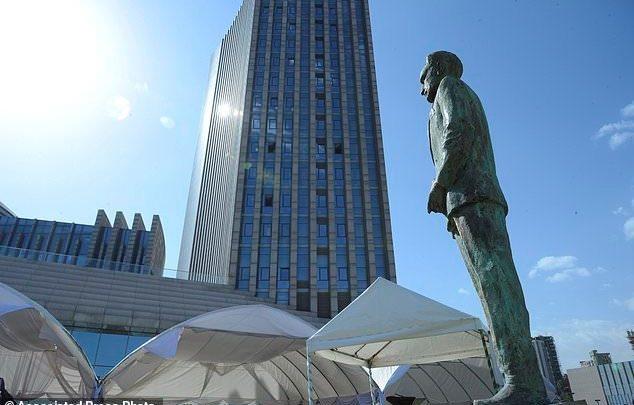 African leaders unveil a statue of Ethiopia's last emperor